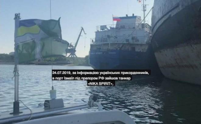 """Hơn nửa năm """"trả thù"""" chưa muộn: Ukraine bất ngờ bắt giữ tàu Nga vì mâu thuẫn từ... năm ngoái"""