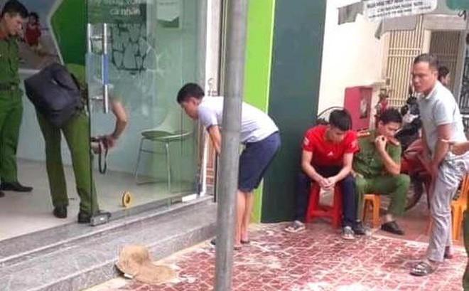 Tên cướp cầm súng vào ngân hàng bắn nhiều phát làm bảo vệ bị thương
