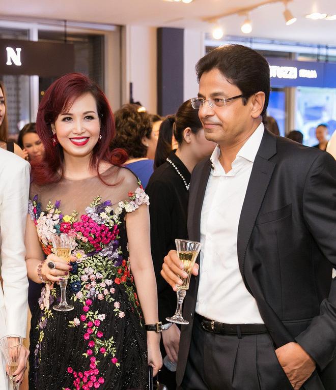 Lần hiếm hoi chồng Ấn Độ, gắn bó suốt 25 năm đi sự kiện cùng Hoa hậu Diệu Hoa - Ảnh 3.