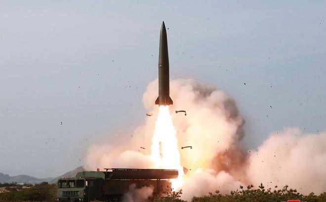 Triều Tiên phóng hai tên lửa tầm ngắn xuống biển Nhật Bản