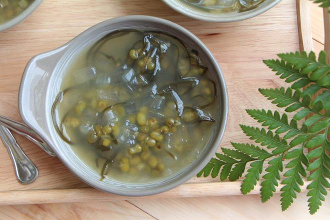 GS dinh dưỡng chia sẻ cách ăn đậu xanh để thải độc, giải nhiệt: Quà quý cho các gia đình - Ảnh 1.