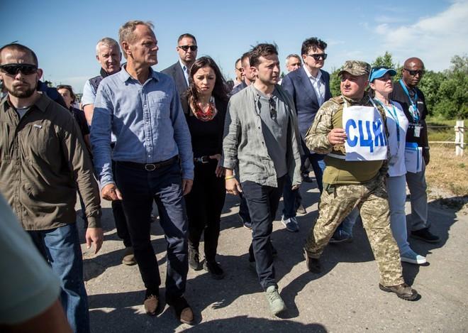Chuyên gia Nga: Đại thắng trước đảng chiến tranh, chính quyền tân TT Ukraine liệu có gan xử lý Donbass? - Ảnh 3.
