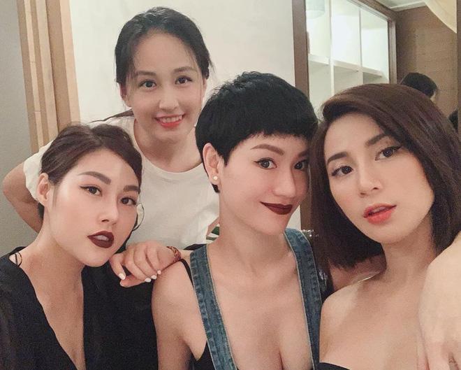 Xuất hiện thêm hội bạn thân siêu chất của showbiz Việt: Quy tụ toàn đại gia ngầm, nhan sắc nóng bỏng không phải dạng vừa đâu - Ảnh 1.