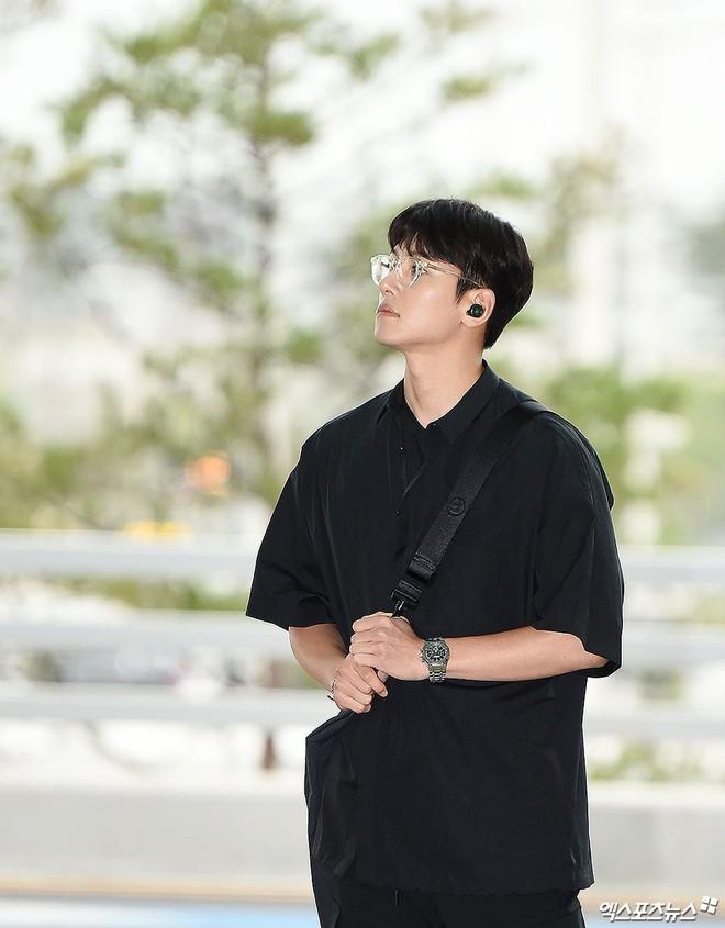 Tài tử Hoàng hậu Ki Ji Chang Wook đẹp trai ngỡ ngàng tại sân bay Hàn, chuẩn bị đến Hà Nội trong vài tiếng nữa - Ảnh 2.