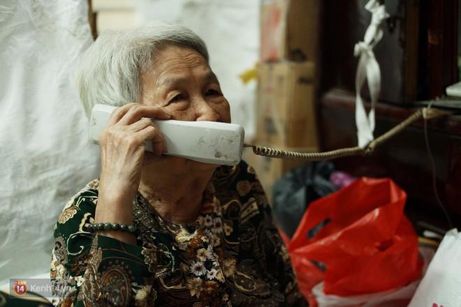 Chuyện 2 bà Bông - Hoa cuối đời rủ nhau góp áo làm từ thiện: Lên Sài Gòn thăm cháu, thấy bà sui làm nên mình làm theo cho đến giờ - Ảnh 4.