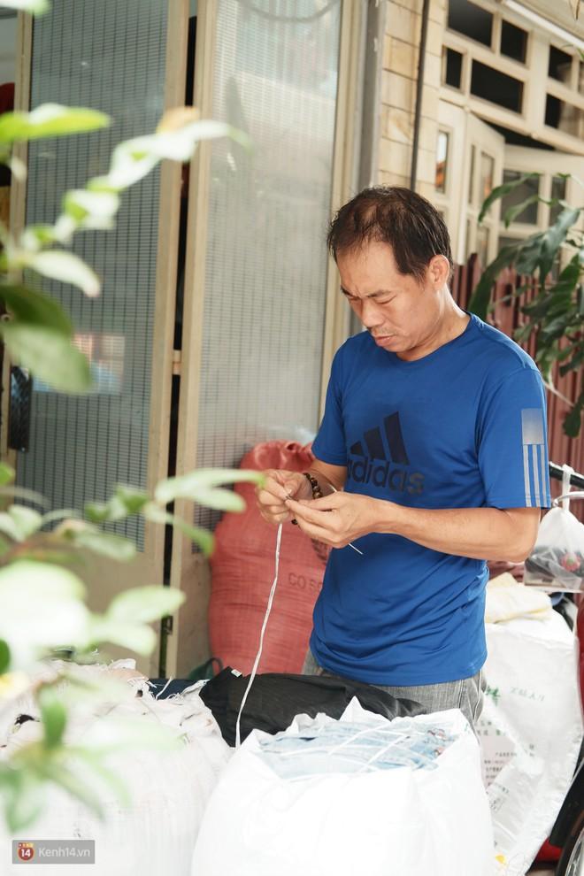 Chuyện 2 bà Bông - Hoa cuối đời rủ nhau góp áo làm từ thiện: Lên Sài Gòn thăm cháu, thấy bà sui làm nên mình làm theo cho đến giờ - Ảnh 8.