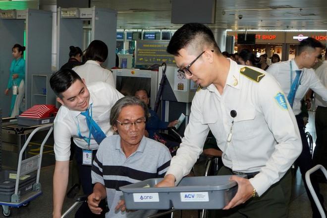 Hành trình đặc biệt tới Hà Nội của cựu tù Côn Đảo và thương binh chiến trường Campuchia - Ảnh 10.