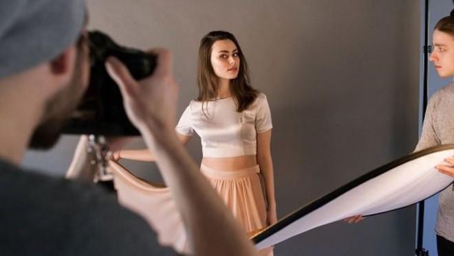 Góc tối của nghề người mẫu: Vừa chụp ảnh không công vừa phục tùng nhiếp ảnh gia như vua chúa, không được kêu tên mà chỉ gọi bằng số - Ảnh 10.