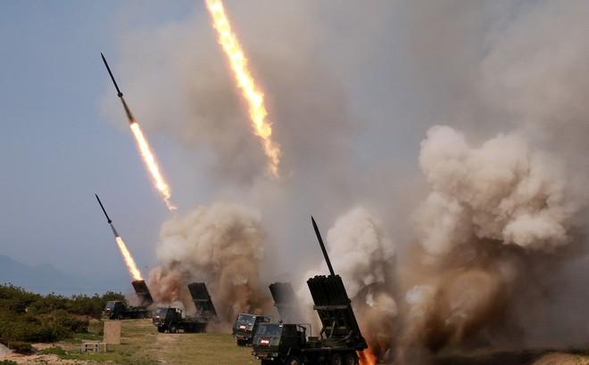 """Triều Tiên trả miếng """"diễn tập chiến tranh"""", xuất hiện mặt trận đấu tranh mới giữa Mỹ và Trung Quốc"""