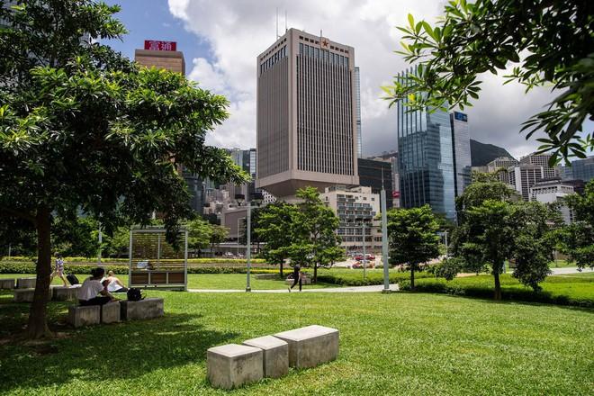 Hong Kong nóng rẫy: Trung Quốc vẫn sôi máu, chấp nhận mất mặt để động binh? - ảnh 1