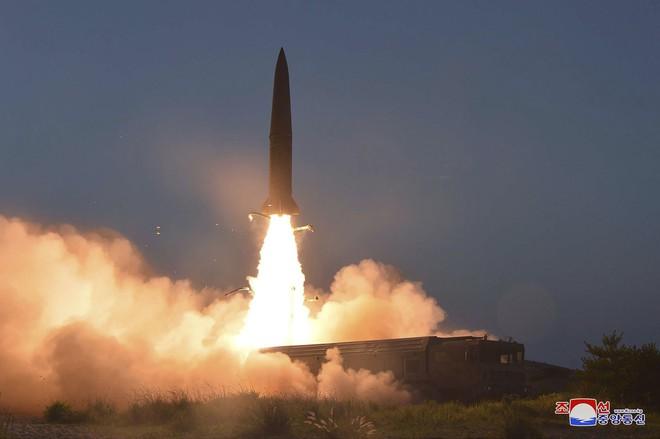 Cận cảnh hình ảnh đòn răn đe nghiêm khắc của Kim Jong Un nhằm vào đối thủ - Ảnh 4.