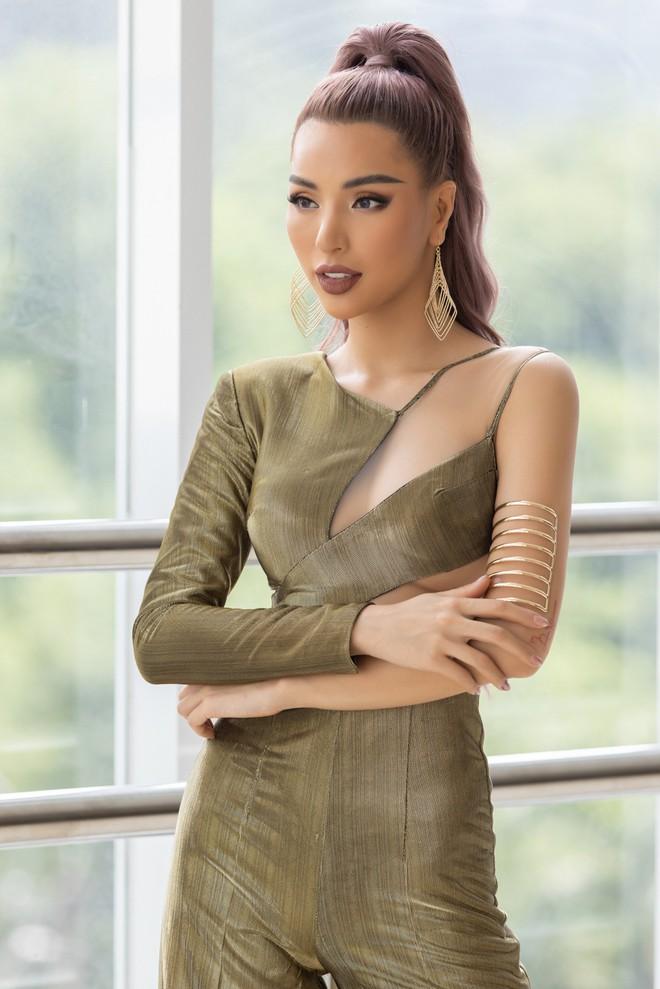 Mỹ nhân Việt quyến rũ nhất châu Á Khả Trang mặc gợi cảm - Ảnh 10.