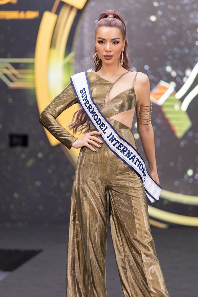 Mỹ nhân Việt quyến rũ nhất châu Á Khả Trang mặc gợi cảm - Ảnh 5.