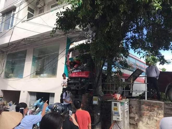 Cận cảnh hiện trường vụ tai nạn khiến 5 người thương vong ở Quảng Ninh - Ảnh 4.