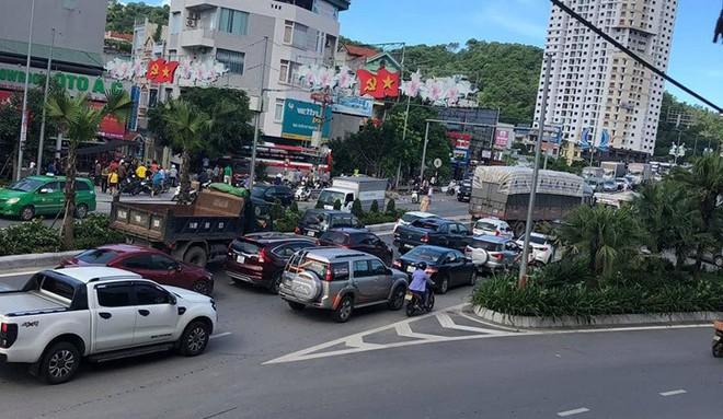 Cận cảnh hiện trường vụ tai nạn khiến 5 người thương vong ở Quảng Ninh - Ảnh 3.
