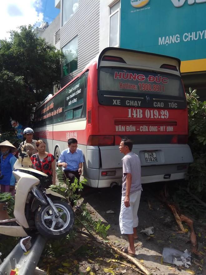 Danh tính nạn nhân thương vong trong vụ xe khách đâm hàng loạt ô tô, xe máy ở Quảng Ninh - Ảnh 1.