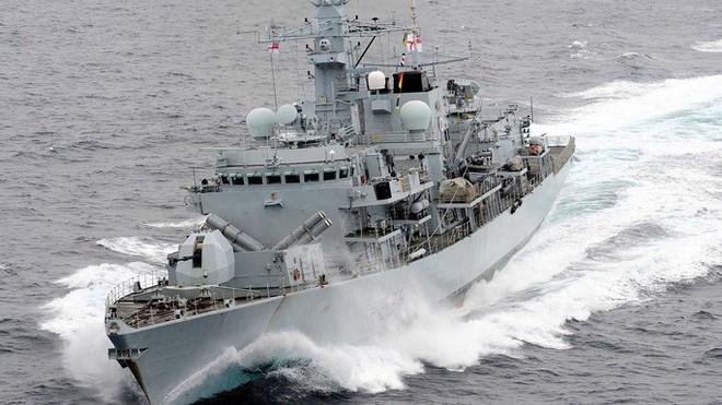 Hải quân Anh có thể thảm bại và nướng sạch tàu chiến ở Vịnh Péc-Xích: Nguyên nhân bất ngờ! - ảnh 1