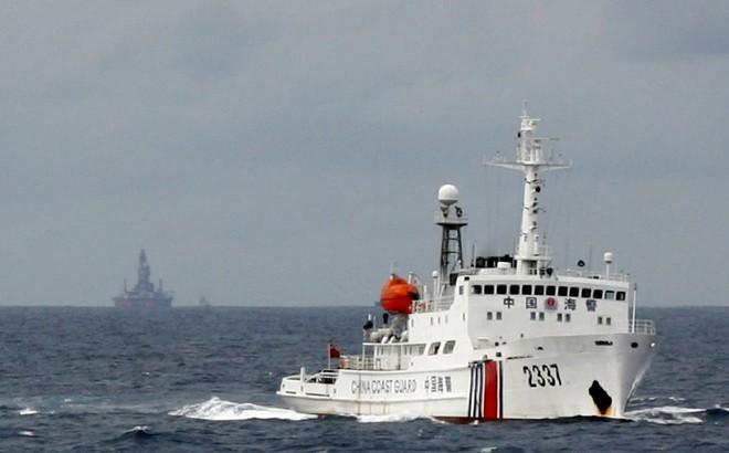 """Chuyên gia quốc tế nói về vấn đề Biển Đông: TQ """"mềm nắn rắn buông"""", cứ cương quyết họ sẽ phải lùi bước"""