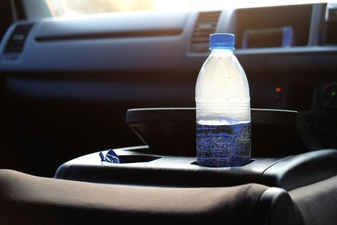 Thời tiết nóng cực đoan có thể sẽ khiến các loại chai nhựa trở nên nguy hiểm - Ảnh 1.