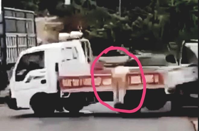Tài xế chở gỗ lậu lao xe làm CSGT trọng thương khai gì? - Ảnh 1.