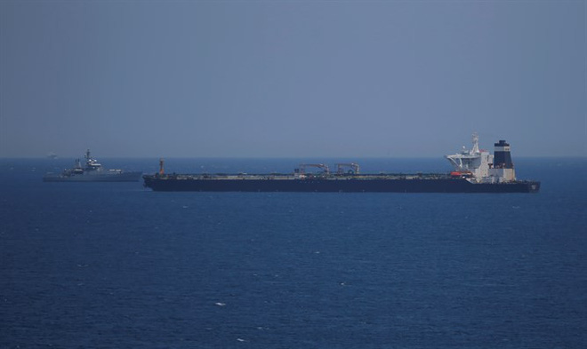 Iran dằn mặt chiến hạm Anh khi bắt tàu dầu, bắn hạ máy bay Mỹ xâm phạm vùng trời -  Hậu quả hết sức tai hại - Ảnh 9.