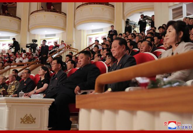 Sự ưu ái nổi bật của ông Kim và sự xuất hiện của người cha: Nữ tướng Triều Tiên nắm trọng trách đặc biệt? - Ảnh 2.