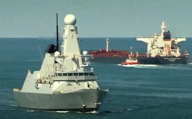 Iran dằn mặt chiến hạm Anh khi bắt tàu dầu, bắn hạ máy bay Mỹ xâm phạm vùng trời -  Hậu quả hết sức tai hại