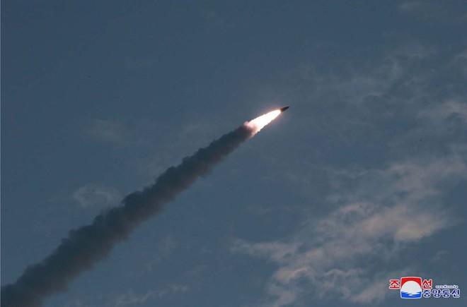 Mỹ, Hàn xác nhận Triều Tiên phát triển tên lửa đạn đạo mới có thể đánh bại hệ thống phòng thủ Hàn Quốc  - Ảnh 1.