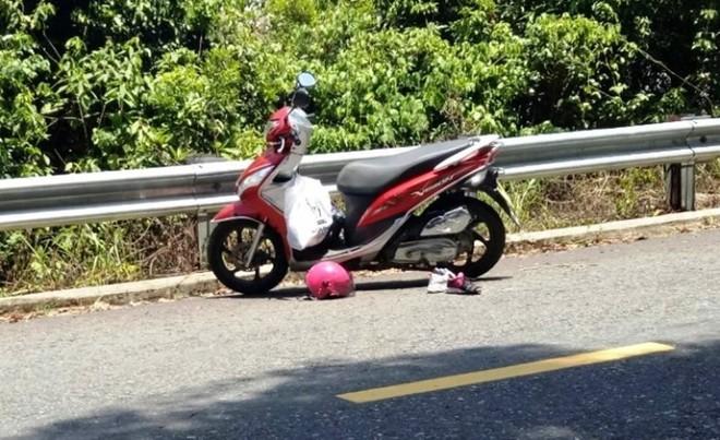 Xe máy đổ đèo, 2 bà cháu rơi xuống vực tử vong - Ảnh 2.
