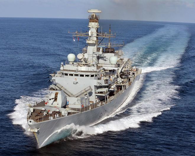 Iran dằn mặt chiến hạm Anh khi bắt tàu dầu, bắn hạ máy bay Mỹ xâm phạm vùng trời -  Hậu quả hết sức tai hại - Ảnh 7.