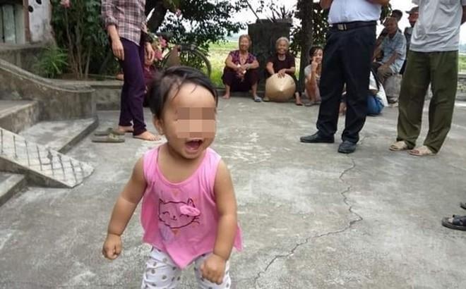 Bé gái bị bỏ ở cổng chùa để mẹ đi lấy chồng giờ ra sao?