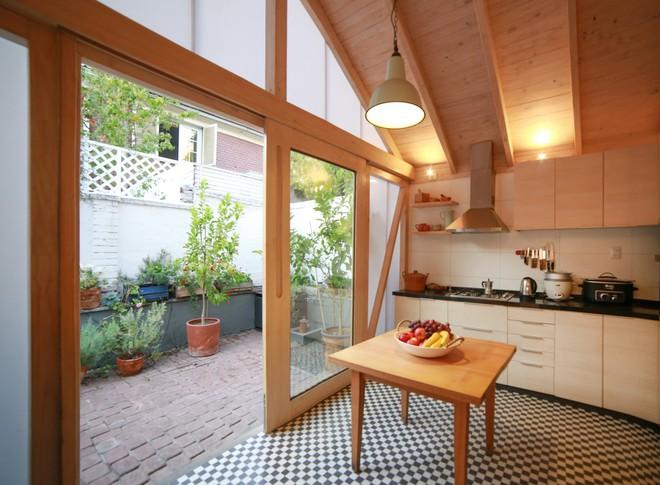 Chiêm ngưỡng căn bếp nhỏ gọn, tiện nghi chỉ cần nhìn thôi cũng đã thấy mê mẩn rồi - Ảnh 4.