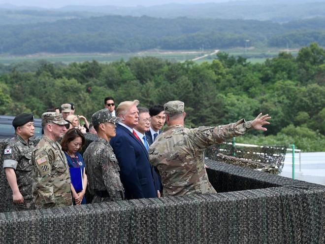 Điểm khác biệt giữa TT Trump và các Tổng thống Mỹ tiền nhiệm khi đến thăm DMZ là gì? - Ảnh 7.