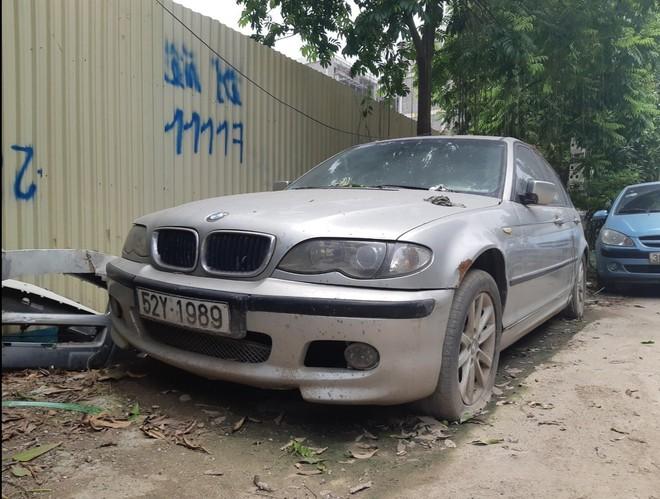 Chiếc BMW nằm chỏng chơ trên đường Đại Mỗ - Hà Nội từ trước Tết, không ai đến lấy - Ảnh 2.