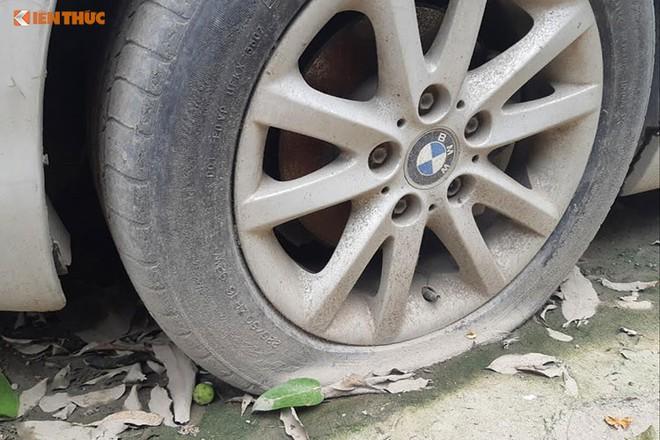 Chiếc BMW nằm chỏng chơ trên đường Đại Mỗ - Hà Nội từ trước Tết, không ai đến lấy - Ảnh 3.