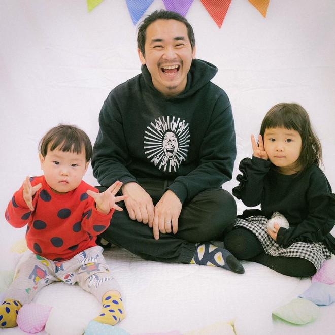 Cha con nhà người ta: Ông bố nuôi tóc đằng đẵng 2 năm trời để chụp một kiểu ảnh với con gái cho tông xuyệt tông - Ảnh 3.