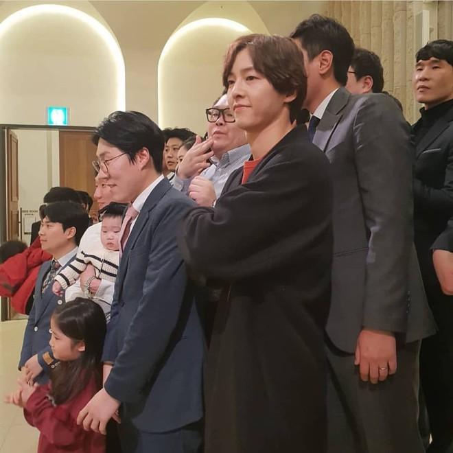 Tìm ra thời điểm Song Song trục trặc: Song Hye Kyo không dự hôn lễ quản lý của chồng, Song Joong Ki đầy khó xử - Ảnh 4.