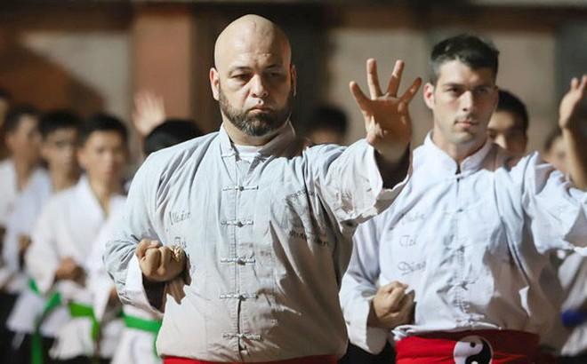 """Flores có """"quân sư"""" từng vô địch MMA Mỹ, sẽ đả bại Từ Hiểu Đông với một điều kiện?"""