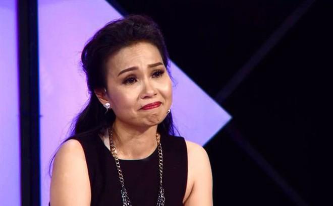 Căn bệnh ca sĩ Cẩm Ly đang mắc nguy hiểm tới đâu mà bác sĩ khuyến cáo phải dừng hát?