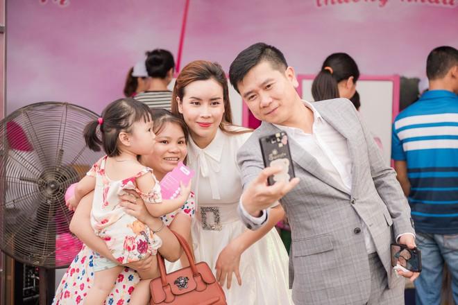 Vợ chồng Lưu Hương Giang - Hồ Hoài Anh thu hút sự chú ý tại sự kiện - Ảnh 4.