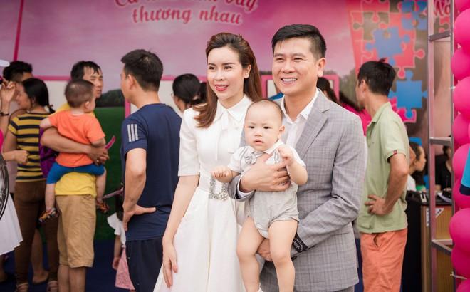 Vợ chồng Lưu Hương Giang - Hồ Hoài Anh thu hút sự chú ý tại sự kiện