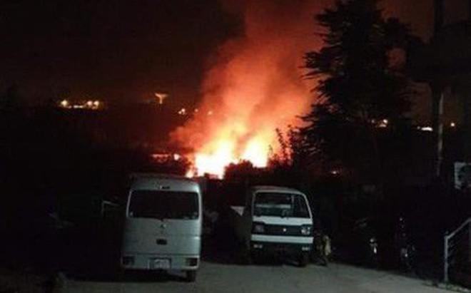 Pakistan: Máy bay quân sự rơi giữa thành phố gây thương vong lớn