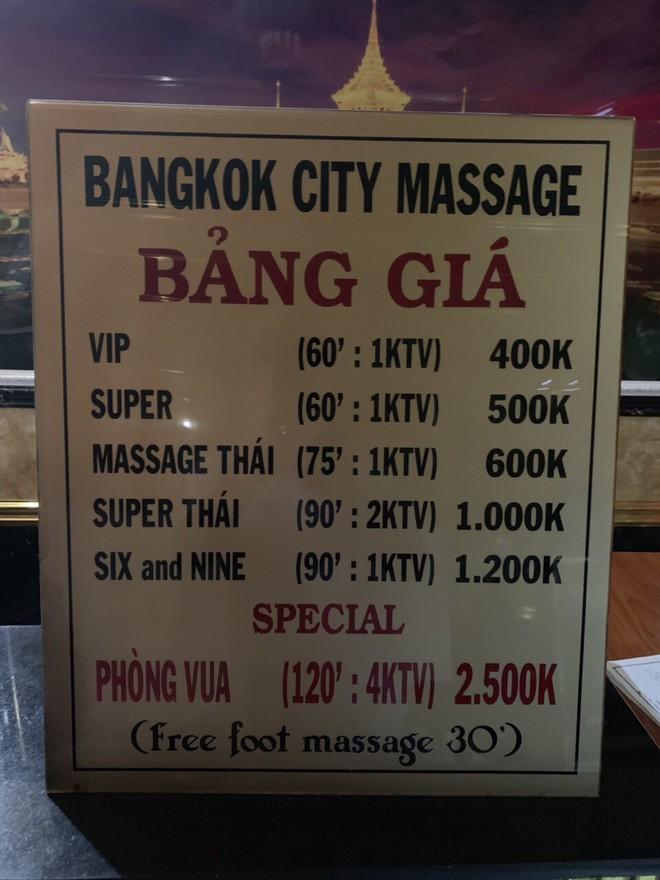 Đột kích cơ sở massage Bangkok city ở Sài Gòn, bắt quả tang 3 nữ nhân viên đang kích dục cho khách - Ảnh 1.