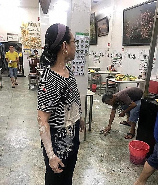 Nhóm người lạ liên tục khủng bố quán phở ở Sài Gòn bằng mắm tôm, sơn đỏ - ảnh 1
