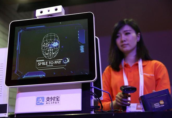 Trào lưu quét mã QR hạ nhiệt, Trung Quốc giờ chuyển sang công nghệ thanh toán bằng nhận dạng khuôn mặt - Ảnh 1.
