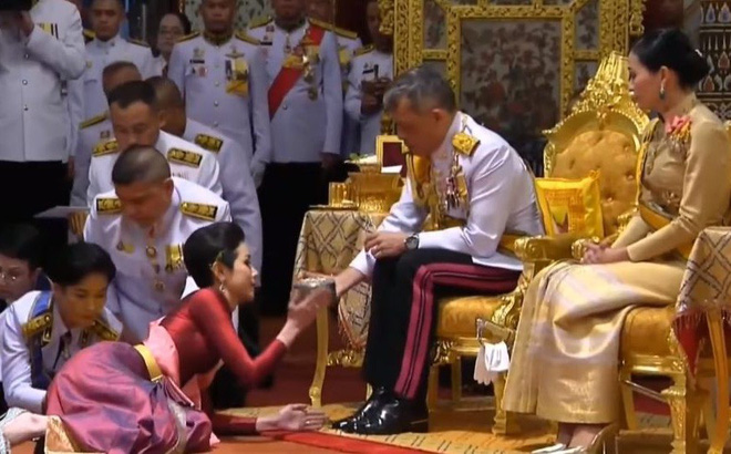 Thiếu tướng 34 tuổi trở thành Hoàng Quý phi đầu tiên của Thái Lan sau gần một thế kỷ