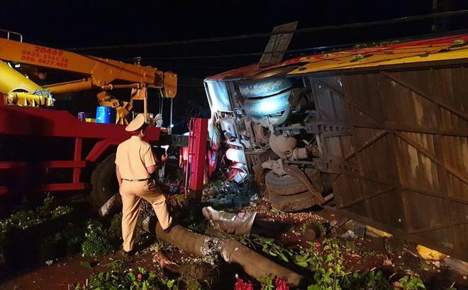 Khởi tố tài xế điều khiển xe khách bị lật khiến 14 người thương vong