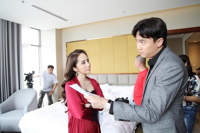 Quỳnh Nga gặp tai nạn nghề nghiệp trong cảnh nóng nhất phim Về nhà đi con - Ảnh 1.