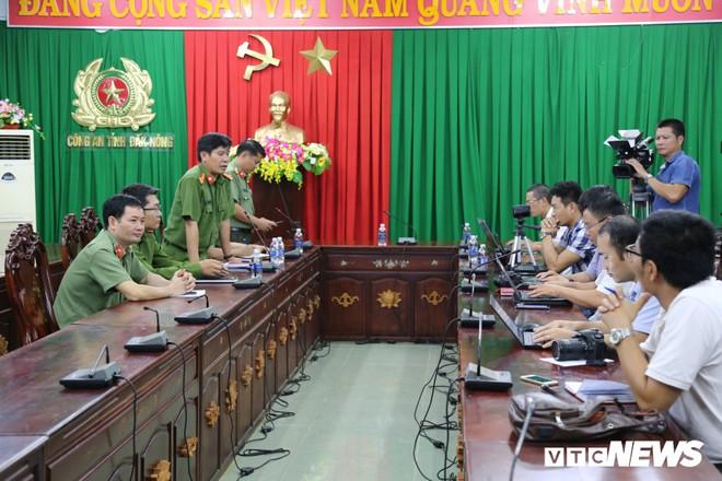 Đường dây sản xuất xăng dầu giả của đại gia Trịnh Sướng: Bắt nghi can chạy án - Ảnh 1.