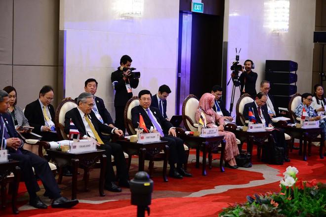 Người phát ngôn chính phủ Campuchia nói biển Đông ổn định, người ngoài đừng viện cớ tự do hàng hải để gây rối - Ảnh 4.